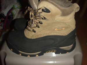 COLUMBIA BOOTS Women Size 7 Waterproof Worn Once