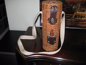 VINTAGE - WICKER - WINE BOTTLE CARRYING CASE & STRAP & COCKSCREW