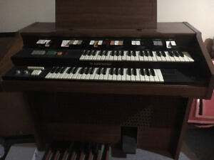 Vintage Electric Hammond Organ