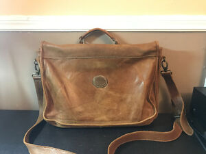 Roots leather messenger bag London Ontario image 2