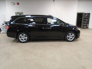 2011 HONDA ODYSSEY TOURING! NAVI! LEATHER! 8 PASS! ONLY $18,900!