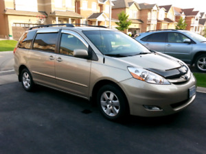 2008 Toyota Sienna Le with dvd and towing packages