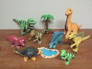 8 Dinosaures durs avec un air rigolo le tout dans une pochette