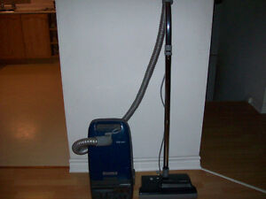 KENMORE  VACUUM  WITH  POWERHEAD