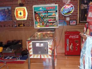 1974  Pin Ball machine Original en excellente condition. $2,500.