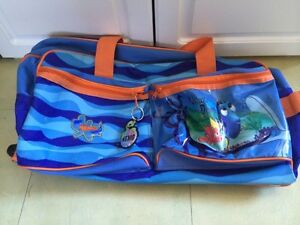 New finding memo travel bag with pull out handle and wheels