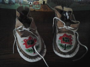 BEADED INDIAN MOCCASINS Windsor Region Ontario image 1