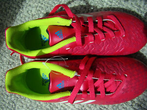 NEW ADIDAS SOCCER SHOES SIZE 2 FOR GIRLS AGES 6 - 9 HOT PINK Regina Regina Area image 9
