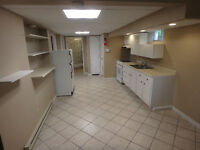 NEWLY RENOVATED 2 bedroom -5 min walk to U de M -Utilities incl.