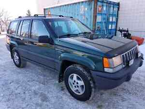 Extremely clean! 5.2L v8 1994 Jeep Grand Cherokee Laredo
