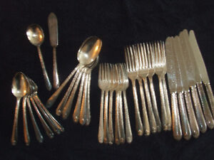 ROGER & SON SILVERPLATED FLATWARE SET