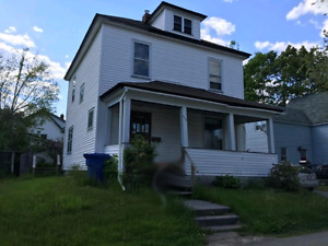 Nice and bright large 3 bedroom house near downtown New Castle