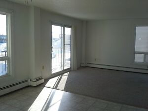 $695 - 1 Bdrm, Main Level, Close to Everything, Heat Incl.!