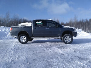2007 Nissan Titan SE and also boat for sale