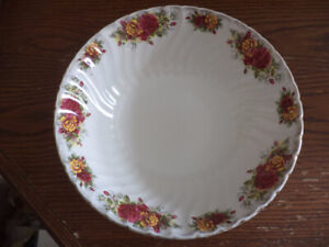 Serving bowl with roses