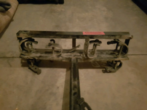 Hitch mounted ski rack