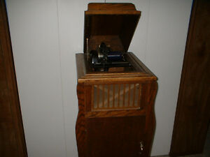 ANTIQUE EDISON CYLINDER PLAYING PHONOGRAPH