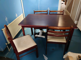 Kitchen table with 4 chair included