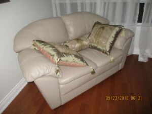 LEATHER COUCH BOUGHT NEW FROM DEBOERS FOR 2500 SELLING FOR $ 525