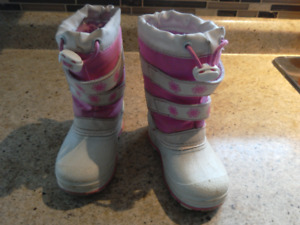 Snow boots size 8 toddler