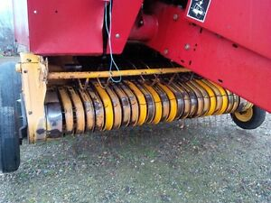1997 New Holland 644 Round Baler London Ontario image 3