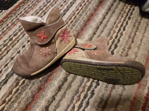 Toddler size 7 or euro23 leather boots
