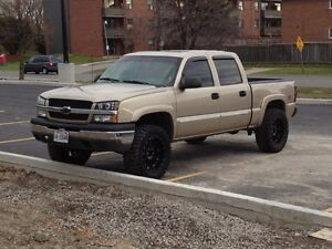 Chevy silverado 1500 lifted.