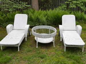 BARGAIN!!! FABULOUS DEAL!  85 OFF!!  LOUNGERS AND OVAL TABLE