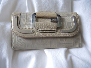 Portefeuille beige Guess