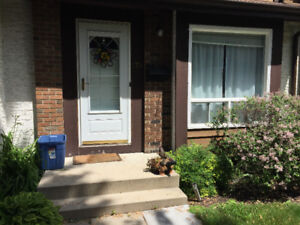 Pet Friendly Room in 2 Bedroom Townhouse Close to UofM for Rent