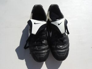 NIKE Ladies Cleats - size 9.5