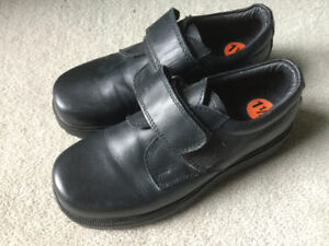 BRAND NEW LEATHER DRESS SHOES SIZE 1 1/2