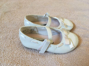 Girls White Dress Shoes Size 5 1/2