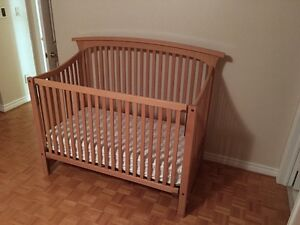 Like new convertible crib - only used at nona's a couple times