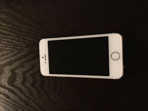 White and Silver iPhone 5S 16 GB