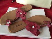 Size 6 pink flower detail sandal