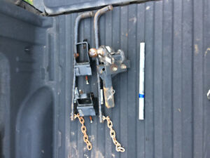 Weight distribution trailer hitch