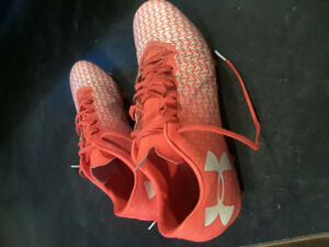 Mens size 10.5 soccer cleats, underarmour