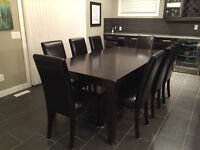 Expandable dining table + 8 chairs