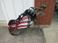 SET OF CLUBS WITH NIKE BAG - RIGHT SWING