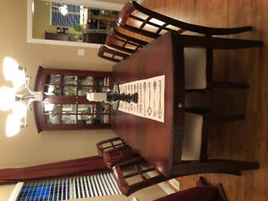 Mahogany Brown Dining Room Table and Chairs Set