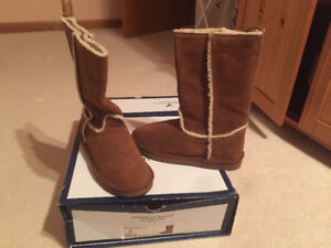 Brand New:American Eagle warm fuzzy boot