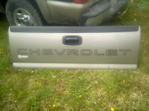 2005 chevrolet tail gate