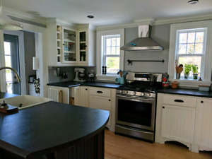 Beautifully renovated 3 bedroom home in Hubbards