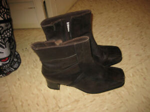 NEW: Women's leather lined boots