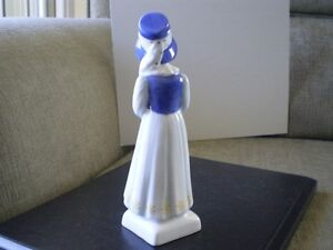 "Royal Doulton Figurine "" Lucy "" HN2863 - Greenaway Collection Kitchener / Waterloo Kitchener Area image 3"