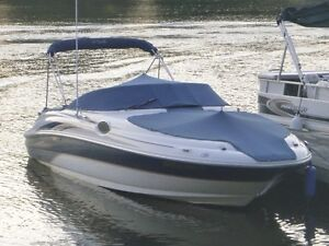 Sea Ray Sundeck 24 pieds moteur 6.2L 320HP