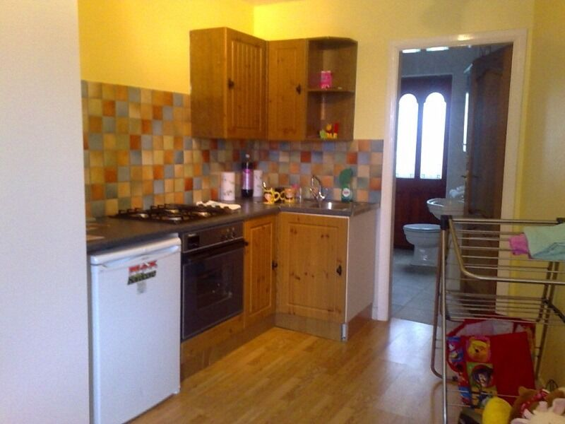 studio flat in Turnpike Lane, 10mins to station, bills incl., from 12/12