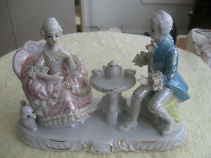 "BEAUTIFUL OLD-FASHIONED VINTAGE CHINA FIGURINE ""The COURTSHIP"""
