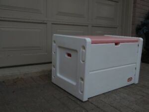 "1 – ""LITTLE TYKES"" LARGE GIRLS PINK &WHITE CHEST TYPE TOY BOX."